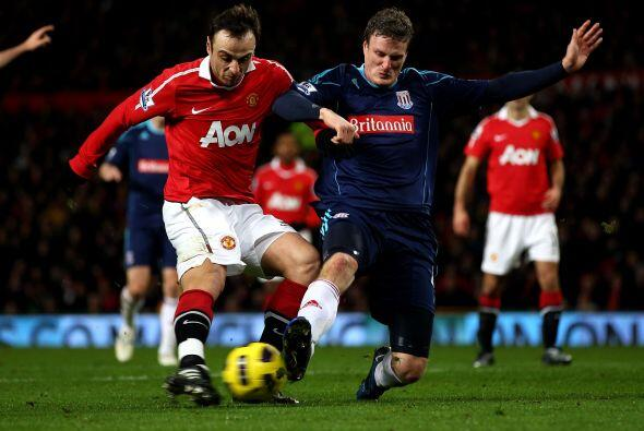 Berbatov también estuvo muy activo en la delantera del Manchester...