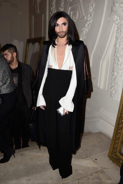 Conchita estuvo de invitada especial en la semana de la moda en París.