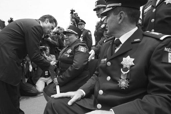 Pidió a los policías desempeñarse con profesionalismo, honestidad, apego...