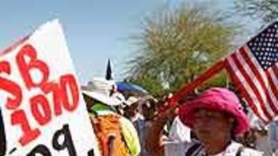 Elogios y criticas por la demanda del gobierno de EU a la ley de Arizona...