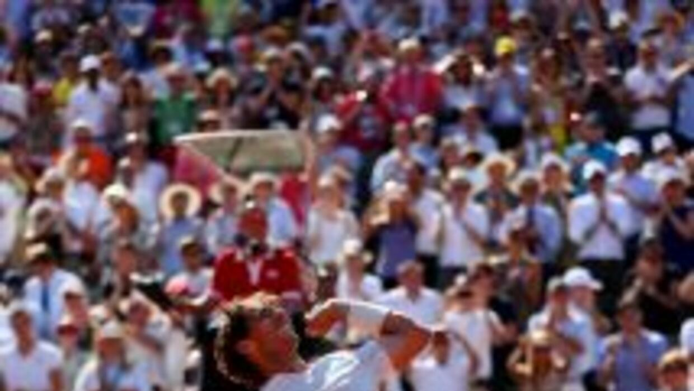 Rafael Nadal celebra tars vencer a Djokovic en maratónico partido.
