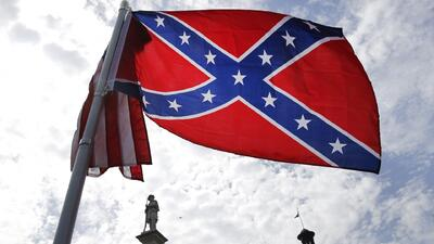 Retiran la bandera confederada de terrenos del Capitolio en Carolina del...