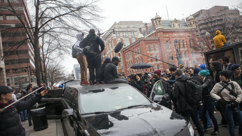 Vidrios rotos y autos destruidos dejaron manifestaciones durante la pose...