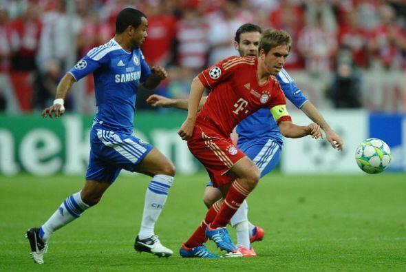 Bayern de Múnich comenzó dominando al Chelsea, que jug&oac...