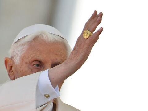 El papa Benedicto XVI, que anunció su renuncia al pontificado el próximo...