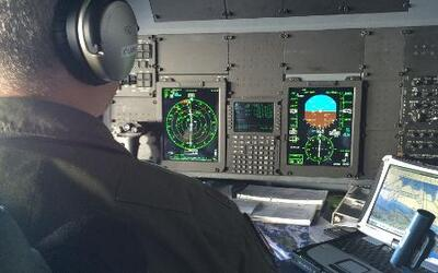 ¿Cómo opera un avión cazahuracanes en medio de una tormenta?