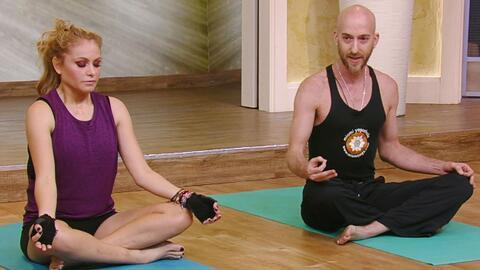 Hicimos yoga con Paulina Rubio y aprendimos a inhalar paz y exhalar amor