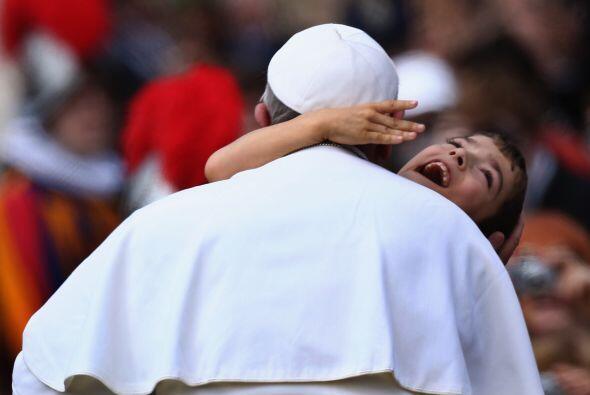 Su amor por los niños y los enfermos ha enternecido.