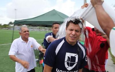 Jorge Calvo se unió al 'Ice Bucket Challenge', ¿a quienes retó a hacerlo?