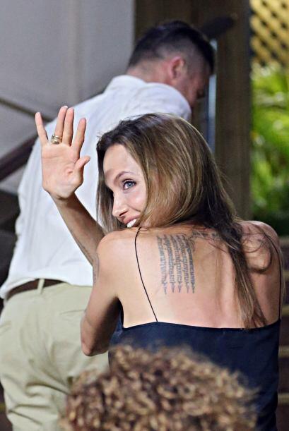 Aquí podemos ver muy bien su tatuaje en la espalda. Mira aqu&iacu...