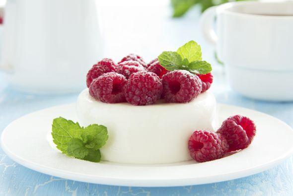 Por último, la cereza del pastel, un rico y dulce postre Gelatina de Yog...