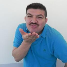 El show no sería el mismo sin Pedro Reyes, el Caraturky, originario de E...