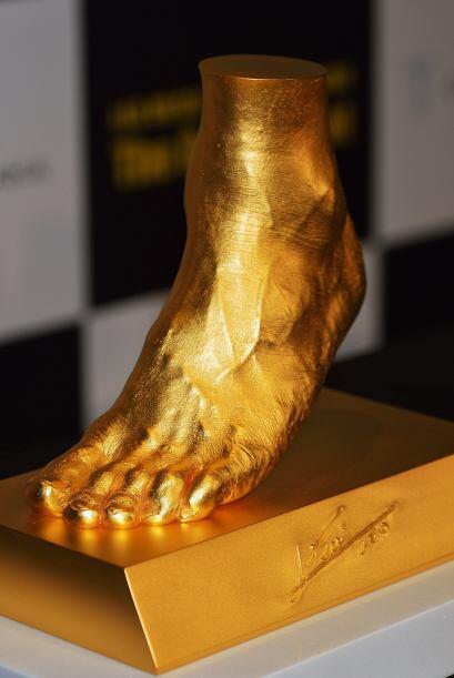 El joyero dijo que tomó el molde del pie de Messi en España al final del...