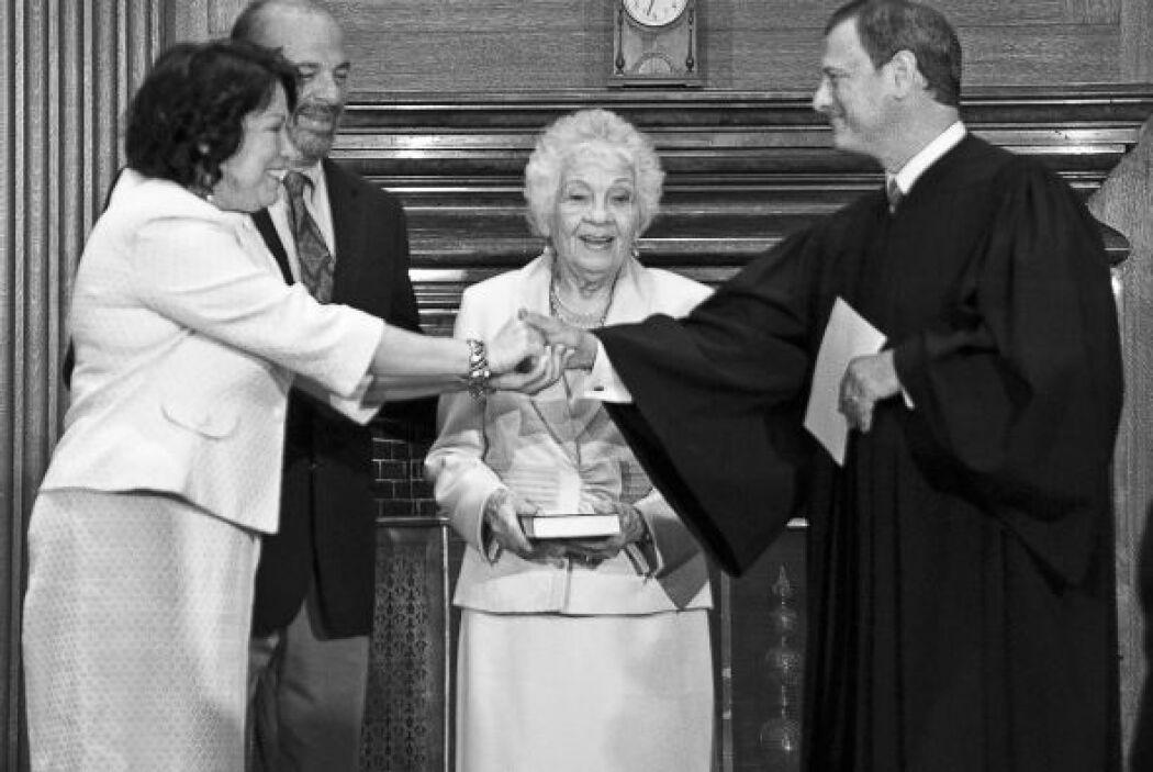 Los jueces de la Corte Suprema toman varios juramentos. En la gráfica So...