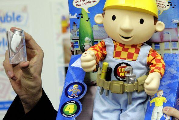 Las pinturas tóxicas:  Si un niño llega a ingerir un juguete, además de...