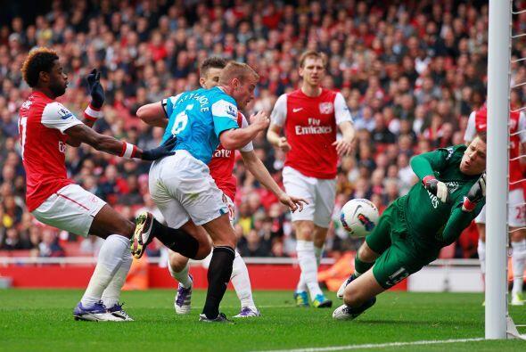Sunderland lo metió en problemas y le marcó un gran gol de tiro libre, p...