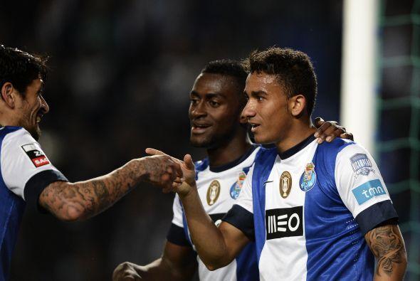 El ex jugador del Santos brasileño contribuyó con un tanto en la goleada...