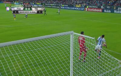 ¡Qué blooper! Nahuel Guzmán por poco le regala el gol a Pachuca
