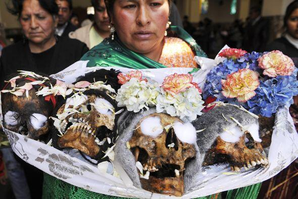 Esta celebración en Bolivia es una fiesta pagana andina que se repite ca...