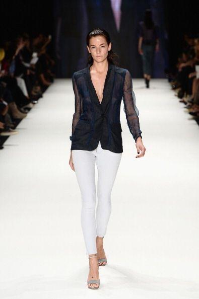 No te vendría nada mal conseguirte un 'blazer' como este con mangas tran...