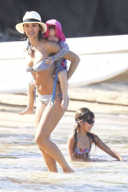 Jessica con sus dos encantadoras nenas.
