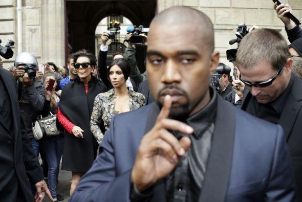 Kanye abrió paso a su mujer.
