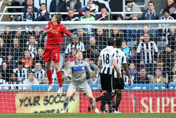 Continuamos con el defensa danés Daniel Agger, jugador del Liverpool.