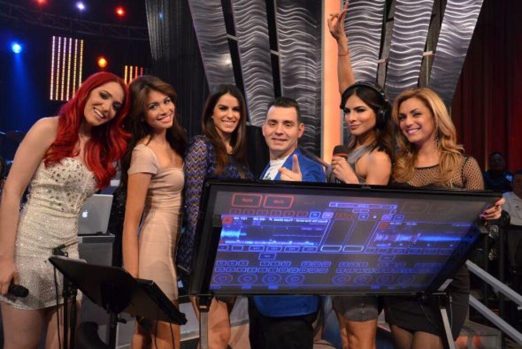 Nuestro DJ Jay siempre rodeado de bellas mujeres, y más esta semana en l...
