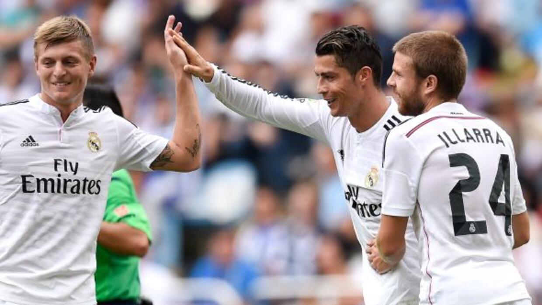 Los jugadores del Real Madrid festejando un gol en la temporada 14-15 de...
