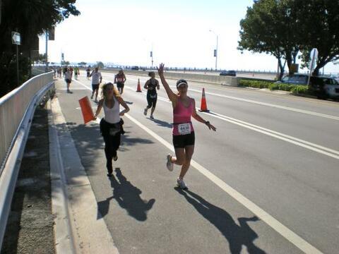 La conductora de Primer Impacto, Satcha Pretto corrió en la marat...