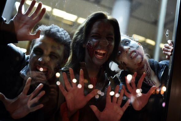 La caminata zombi se realiza para promover el festival de SiFi en la ciu...