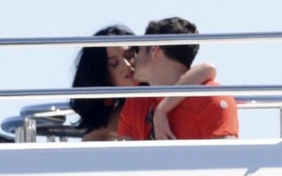 Katy y Orlando a bordo de un yate en Cannes.