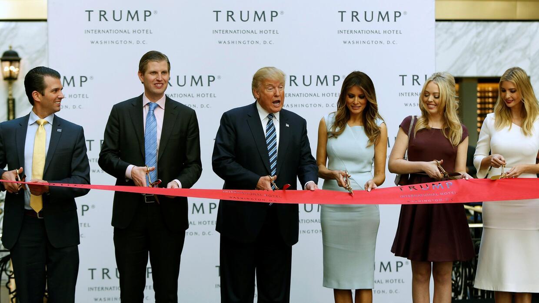 Donald Trump inaugura nuevo hotel de lujo a solo cuadras de la Casa Blanca