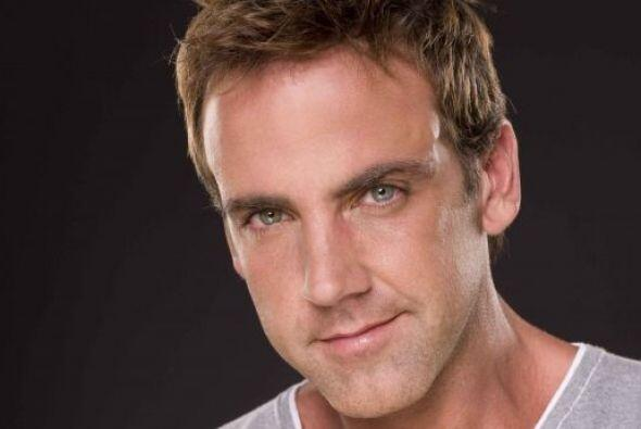 El actor participa en la telenovela Dos Hogares.