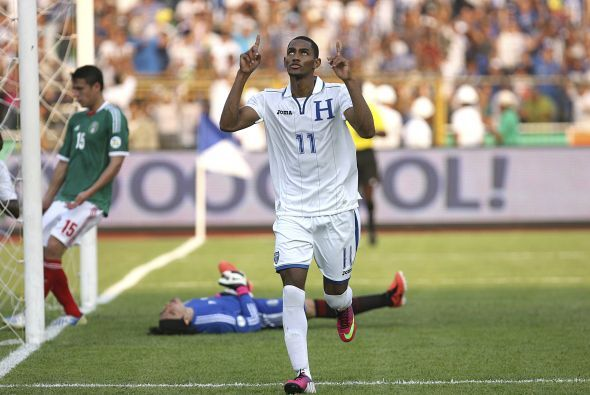 Hernández dejó a México en ventaja 2-0 al descanso y todo era felicidad...