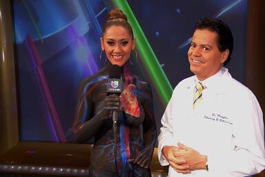 Dr. Marquina y la modelo pintada