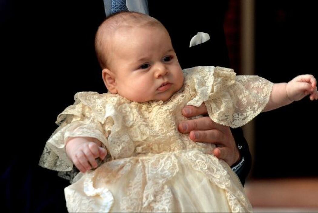 El primogénito de los duques de Cambridge no pudo usar el ropón Real que...