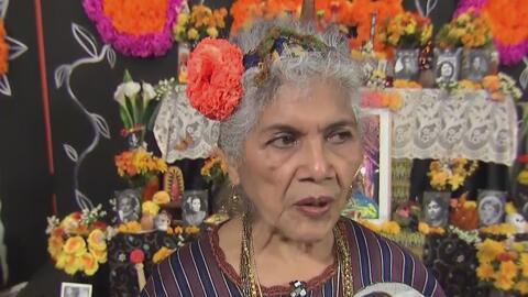 La artista Ofelia Esparza ha celebrado a la muerte por más de 30 años
