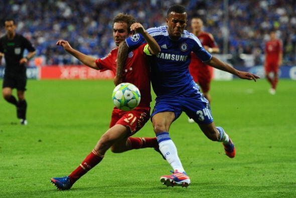 Bertrand, del Chelsea, se convirtió en el primer jugador en debut...