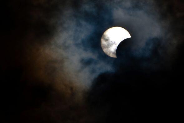 Esta diferencia de perspectiva se debió a que el eclipse fue de los llam...