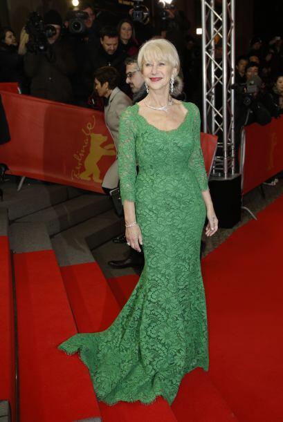 Así de elegante llegó Helen Mirren a la premier en Berlín de su nueva pe...
