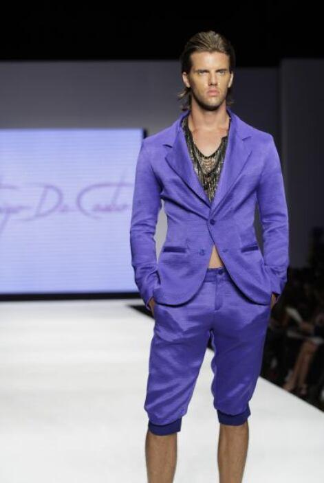 En esta colección también abundó la ropa para caballero, aunque no estam...