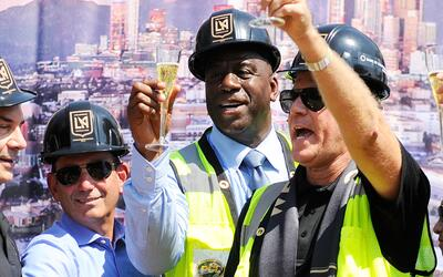 Magic Johnson y Will Ferrell en evento de LAFC