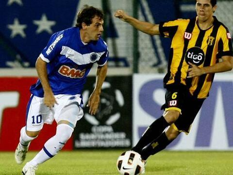 El argentino Walter Montillo del Cruzeiro volvió a ser figura en...