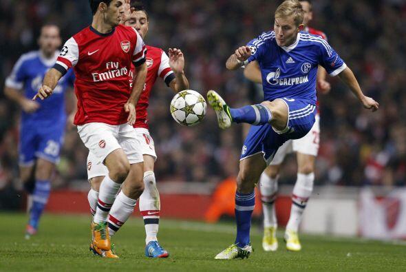 Siguiendo con equipos inglesea, el Arsenal fungió como local ante el Sch...