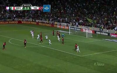 Goooolll!! Héctor Herrera mete el balón y marca para México