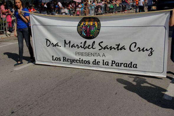 La Dra. Maribel Santa Cruz con los Reyecitos de la Parada!