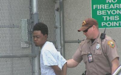 Bajo arresto permanece el joven acusado de balear a dos detectives que t...