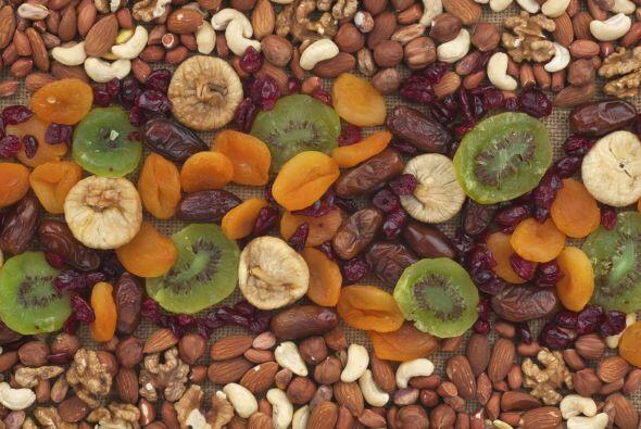 Frutas deshidratadas. El melocotón, plátano y piña...
