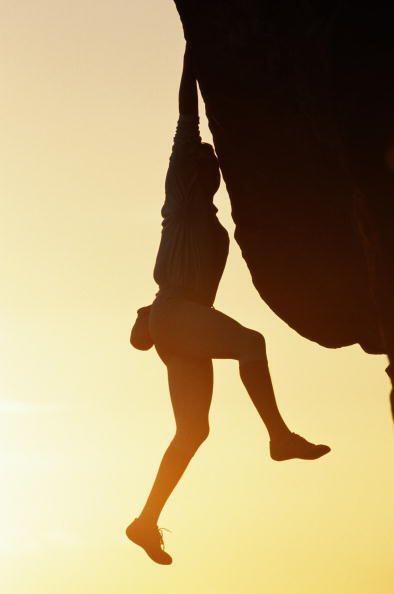 ESCALADA LIBRE: Es escalar en roca, pero sin ningún tipo de arnes, soga...